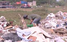 """Hàng trăm tấn rác """"tấn công"""" Khu tái định cư 38 ha ở Quận 12"""