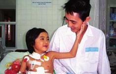 Bệnh nhân ghép gan đầu tiên tại Việt Nam qua đời sau 17 năm nhận tạng từ bố đẻ