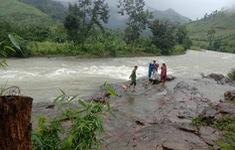Chưa thể tiếp cận cứu hộ đoàn 45 người mắc kẹt trên núi ở Khánh Hòa