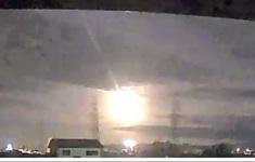 Quả cầu lửa thiên thạch thắp sáng bầu trời đêm Nhật Bản