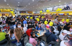 """Ngày mở bán iPhone 12 tại Thế Giới Di Động: """"Đông nghịt"""" khách từ online đến offline"""