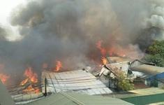 Cháy xưởng gỗ rộng 700 m2 ở huyện Thạch Thất