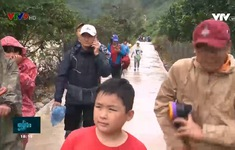 Cứu hộ  an toàn đoàn du khách mắc kẹt ở núi Tà Giang
