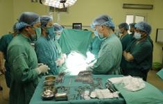 Ca phẫu thuật đặc biệt trong tư thế mổ ngồi cho người mẹ ung thư mang thai 37 tuần