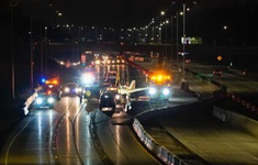Mỹ: Hạ cánh khẩn cấp trên đường cao tốc ở Minnesota, máy bay đâm vào ô tô