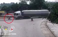 Bẻ lái cứu sống nam sinh, xe đầu kéo đè tử vong người dân bên đường