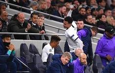 VIDEO: Cận cảnh màn đập phá của Dele Alli sau khi bị thay ra khỏi sân