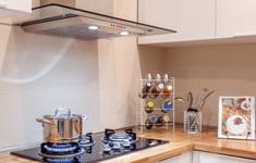 Tại sao nên tắt bếp trước khi thức ăn chín, dùng lò vi sóng hay lò nướng?