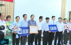 Khen thưởng đội ngũ bác sỹ chăm sóc bệnh nhân COVID-19 tại TP.HCM