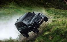 Land Rover Defender mới sẽ xuất hiện với những pha mạo hiểm cực độ trong James Bond 25