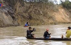 Lật đò trên sông tại Quảng Nam, 2 người chết, 4 người mất tích