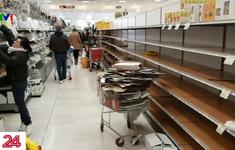 Người dân Milan, Italy mua sạch đồ ở siêu thị để tích trữ