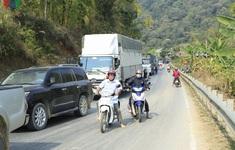 Xe tải đấu đầu container, quốc lộ 279 ách tắc nhiều giờ