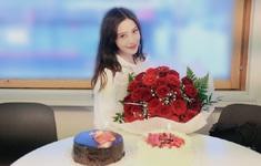 Angelababy rạng rỡ đón sinh nhật tuổi 31, Huỳnh Hiểu Minh vẫn vắng mặt