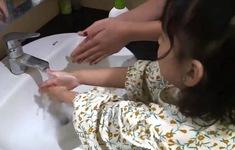Khoảng 818 triệu trẻ thiếu cơ sở vật chất để rửa tay tại trường phòng, chống COVID-19
