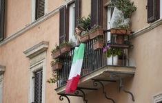 Italy treo cờ rủ tưởng niệm các nạn nhân COVID-19