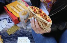 Taco Bell phát miễn phí bánh kẹp thịt bò phô mai cho tất cả người Mỹ