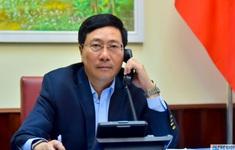 Phó Thủ tướng Phạm Bình Minh điện đàm với Bộ trưởng Ngoại giao Philippines trao đổi về COVID-19