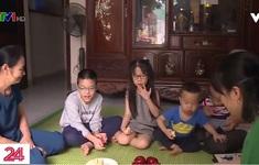Phụ huynh nỗ lực tìm hình thức giải trí tại nhà cho con