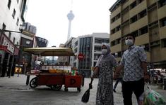 Malaysia phát khẩu trang miễn phí cho người dân