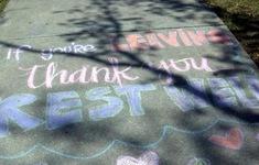 Những thông điệp cảm ơn ấm áp trên lối đi bệnh viện
