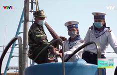 Cuộc sống vẫn tiếp diễn: Bộ Tư lệnh vùng 2 Hải quân giúp dân chống hạn mặn