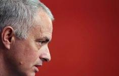 Báo chí Anh chỉ trích nặng nề vi phạm cách ly xã hội của HLV Mourinho