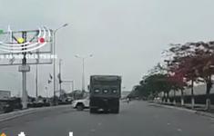 VIDEO: Vượt ẩu, xe Mazda CX5 xoay 180 độ khi va chạm với container