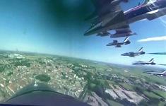 Trình diễn máy bay trên bầu trời các thành phố có dịch COVID-19