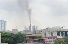 Mất ngủ, khó thở vì khói nhà máy khét lẹt