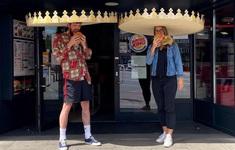 Burger King sản xuất mũ khổng lồ, khuyến khích giãn cách xã hội
