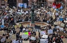 Biểu tình chống phân biệt chủng tộc lan rộng toàn cầu