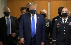 Tổng thống Mỹ Donald Trump lần đầu tiên đeo khẩu trang sau nhiều lần từ chối