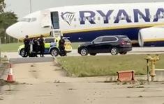 Bắt 2 nghi phạm dọa đánh bom trên chuyến bay từ Ba Lan tới Ireland