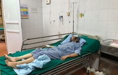 Nữ sinh Hà Nội gãy xương gò má vì... áo chống nắng cuốn vào xe