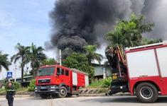 Phó Thủ tướng yêu cầu làm rõ nguyên nhân, tác động ô nhiễm môi trường của vụ cháy kho hóa chất ở Long Biên