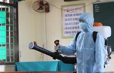 Đội tình nguyện phun thuốc khử khuẩn phòng chống dịch COVID-19