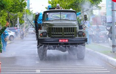 Hàng chục xe chuyên dụng của Bộ Quốc phòng phun khử khuẩn tại Đà Nẵng