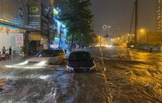 Mưa lớn liên tục, TP.HCM ngập nặng nhiều nơi