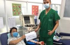 Nhân viên y tế hiến tiểu cầu cứu bệnh nhân COVID-19 nguy kịch
