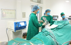 Tán sỏi, cắt u xơ tuyến tuyền liệt cho cụ ông 94 tuổi