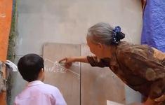Cặp lá yêu thương: Lớp học của bà