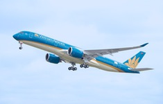 Nối lại chuyến bay thương mại quốc tế thường lệ đầu tiên về Việt Nam
