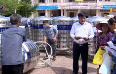 Hỗ trợ bồn trữ nước giúp người dân vượt qua hạn mặn