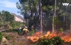 Nắng nóng kéo dài, TT-Huế liên tiếp xảy ra cháy rừng