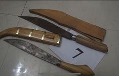 Bắt đối tượng mang dao nhọn, vận chuyển hơn 400 gói ma túy vào nhà nghỉ