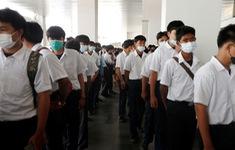 Thất nghiệp vì COVID-19, người Thái đổ xô đến hội chợ tìm việc làm