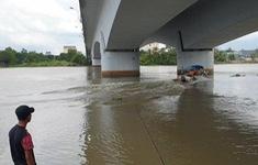Nam thanh niên để lại xe máy trên cầu rồi nhảy xuống sông Sài Gòn mất tích