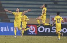 Khai màn V.League 2021: CLB Nam Định tạo bất ngờ trước CLB Hà Nội