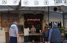 """Nhiều nhà hàng tại Italy """"xé rào"""" bất chấp lệnh cấm"""
